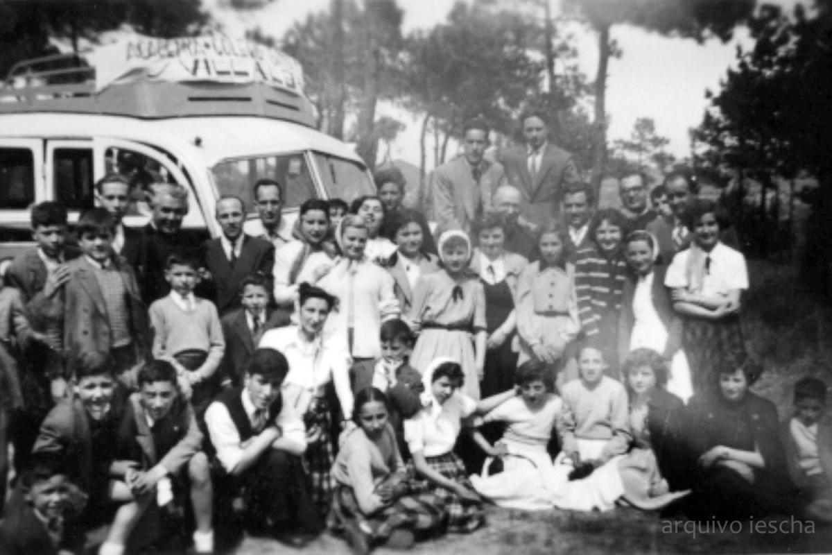 Profesores e alumnado da academia SantaMaría nunha excursión (Foto cedida polo Iescha)