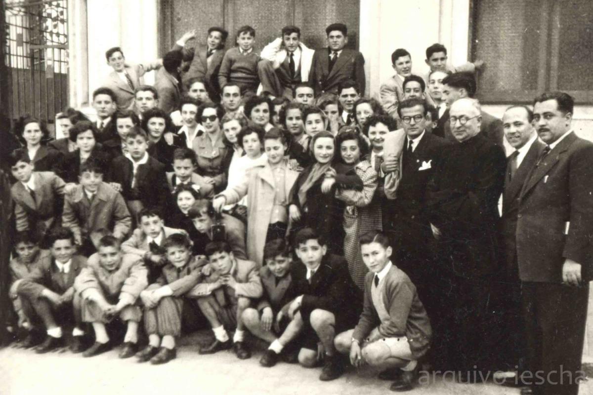 ¿Curso 1962-1963? Profesores e alumnos da Academia Ferreiro (Foto cedida polo Iescha)